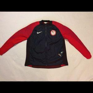 Nike Sportswear Team USA Dynamic Reveal